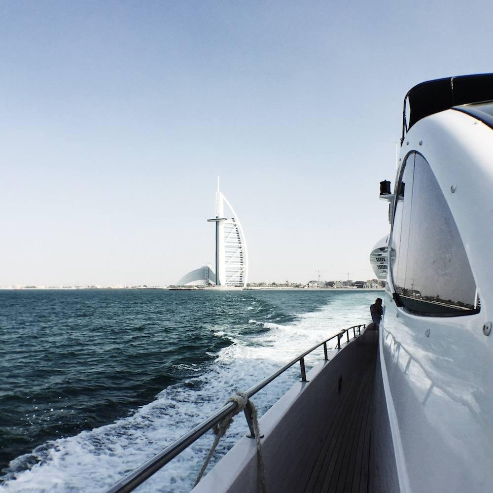 dubai yacht boat cruise